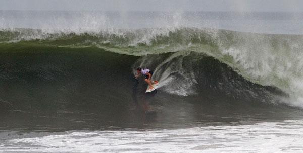 Santa Barbara's Conner Coffin checks into one of his high-scoring rides on Thursday in Bali. (ASP/Steve Robertson Photo)