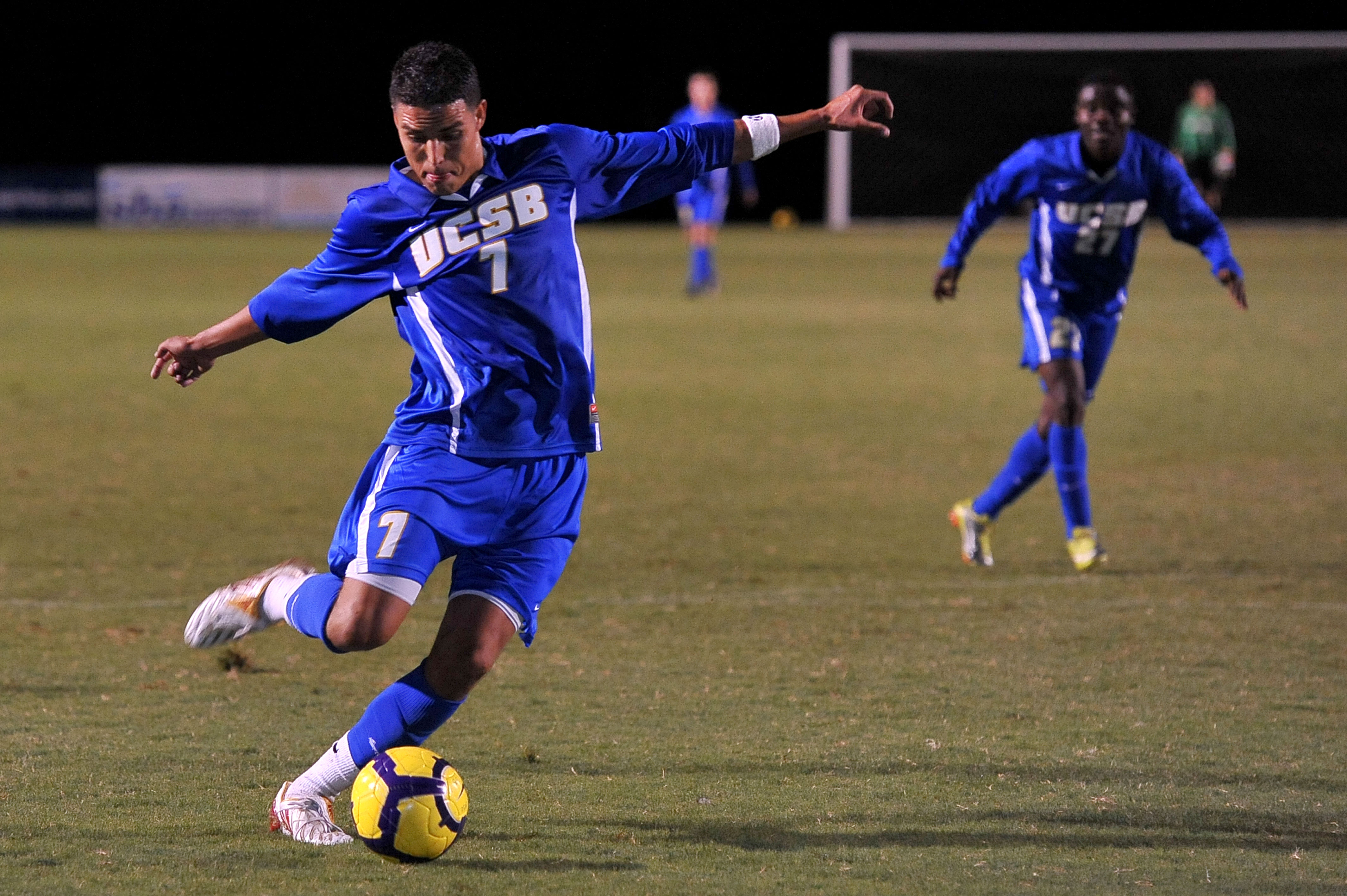 UCSB Danny Barrera passes the ball