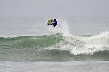 Andriano de Souza scored a 9.70 out of 10 on this wave at the Vans Pier Classic on Saturday.