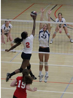 16-Blue's Kelsey Fimlaid attempts for a block