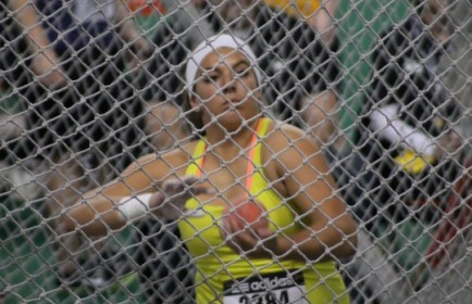 Simplot Games 2013 cage e1361729792742 434x280 Scarvelis begins season with win at Simplot Games